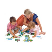family_playing_with_puzzle