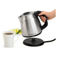teakttl1000021090_-00_in-use_chefs-choice-electric-kettle-cordless-673